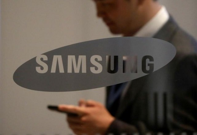 Samsung Electronics profit slips on virus, more falls forecast